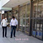 Inspectores municipales controlan los comercios que pueden abrir sus puertas por la cuarentena obligatoria
