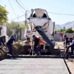 El hormigón comenzó a cubrir la calle Cafferata del barrio Jardín San Luis