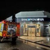 Defensa Civil desinfectó bancos y áreas donde este viernes cobran jubilados y beneficiarios de Anses