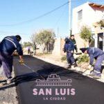 """Los vecinos destacan la llegada del pavimento al 60 Viviendas: """"Esto dignifica a todos los que viven en el barrio"""""""