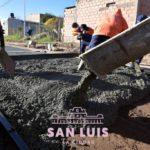 Vecinos de los barrios 60 viviendas y Carlos Ponce destacan la llegada del pavimento