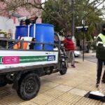 La Municipalidad desinfecta las veredas céntricas con mayor concurrencia de peatones