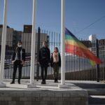 """La bandera de la Diversidad flamea en el Centro Cultural """"José la Vía"""""""