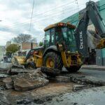 Continúan con la colocación de adoquines y los arreglos en las calles Ciudad